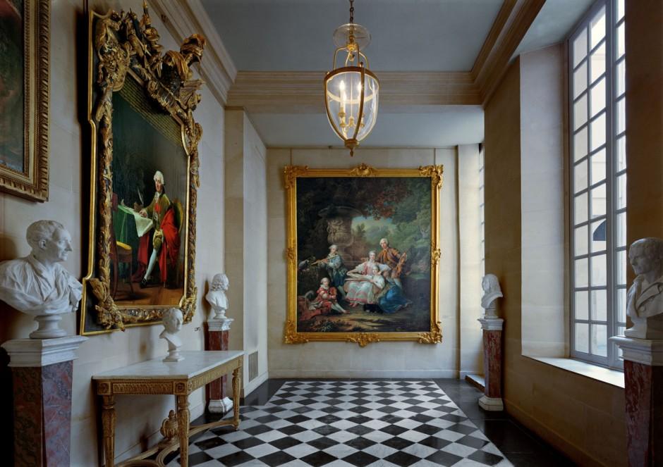 © Robert Polidori, La famille du Marquis de Sourches by François-Hubert Drouais, 1756, Ancien Réchauffoir du Capitaine des Gardes, Corps Central – R.D.C. Chateau de Versailles, 2005