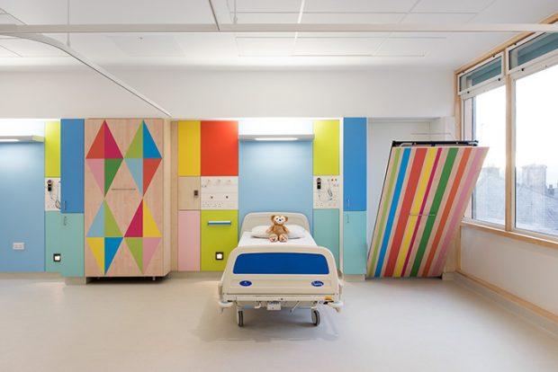 Morag Myerscough versieht das Kinderkrankenaus mit bunten Grafiken