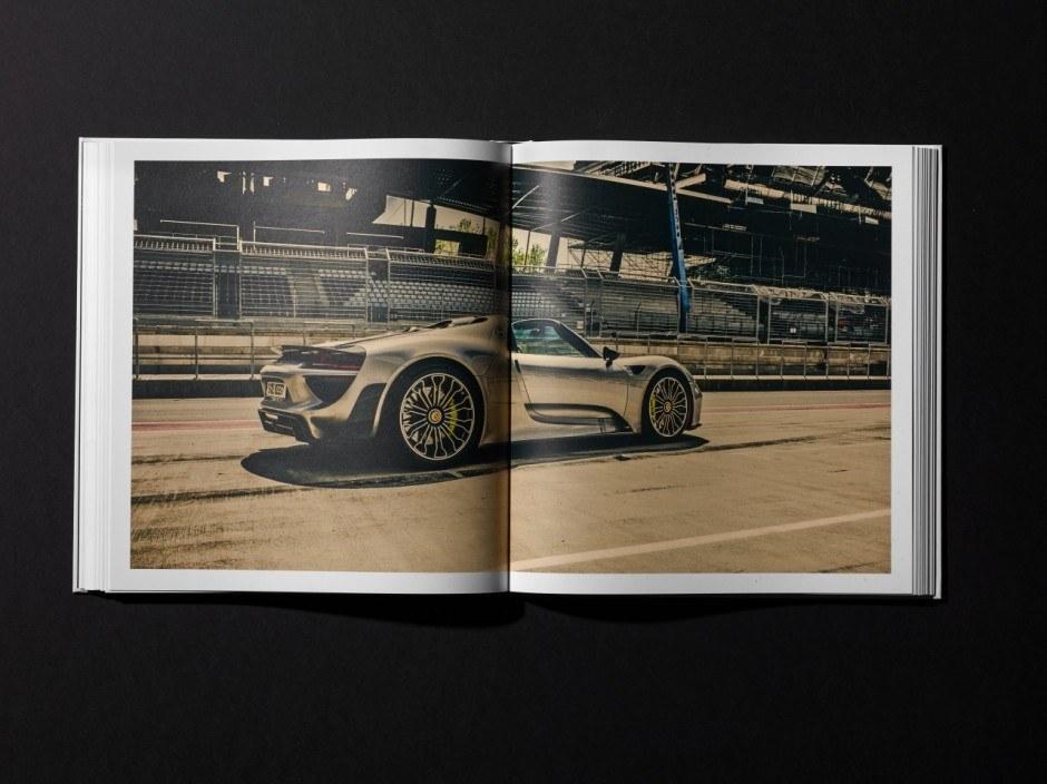 »Porsche Spyder 918«, erschienen bei Delius Klasing. Fotos und Design: Stefan Bogner/fpm – factor product münchen