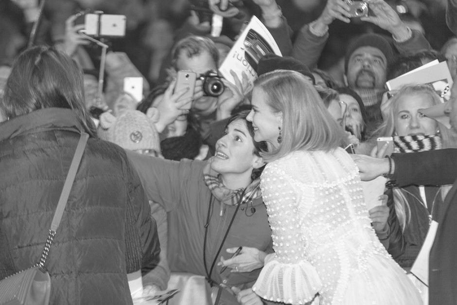 Fans taking selfie with Nicole Kidman