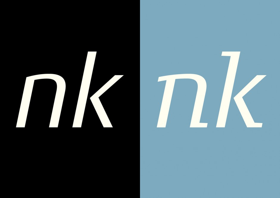 Vergleich der Conto Sans zur Conto Slab Regular Italic.