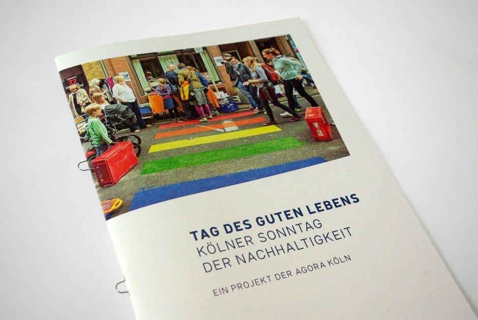 Die Broschüre dokumentiert den ersten autofreien Sonntag in Köln, der im August 2013 im Stadtteil Ehrenfeld stattfand   Naturpapiere MundoPlus 300g/m² (Umschlag) und Cyclus Offset 100g/m² (Innenteil)