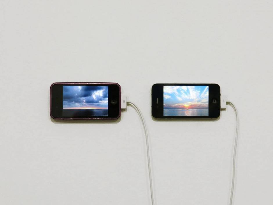 The Distance of a Day, 2013, Digitalvideo auf zwei iPhones, 12 minutes, Courtesy Chert, Berlin