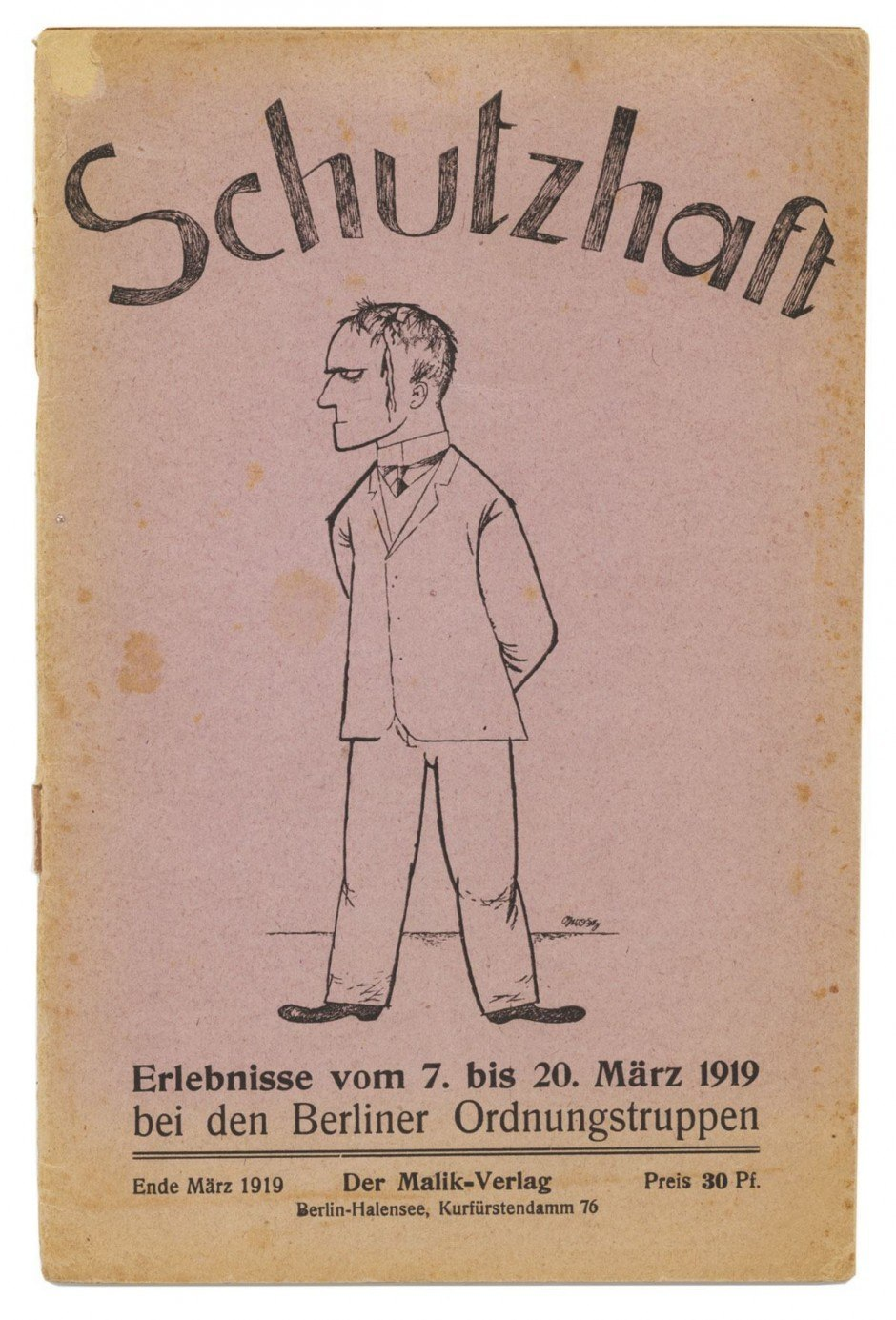 Gerade mal 21 Jahre alt war Wieland Herzfelde, als er 1917 den Malik-Verlag gründete, der anfangs die Werke der Berliner Dadaisten publizierte, später viel politische engagierte Literatur. Die Umschläge gestaltete oft sein Bruder John Heartfield. Für diesen Band, in dem Wieland Herzfelde eigene Erlebnisse schildert, lieferte jedoch George Grosz die Titelzeichnung, einer der ätzendsten Kritiker seiner Zeit. Das Büchlein lässt sich als Faksimile unter http://sdrc.lib.uiowa.edu/dada/schutzhaft lesen