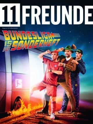 Mal ein ganz anderer Look bei »11 Freunde«: Alfons Kiefer versah das Cover zum neuen Bundesliga-Sonderheft mit einem Motiv im Retro-Scifi-Look. http://alfons-kiefer.de