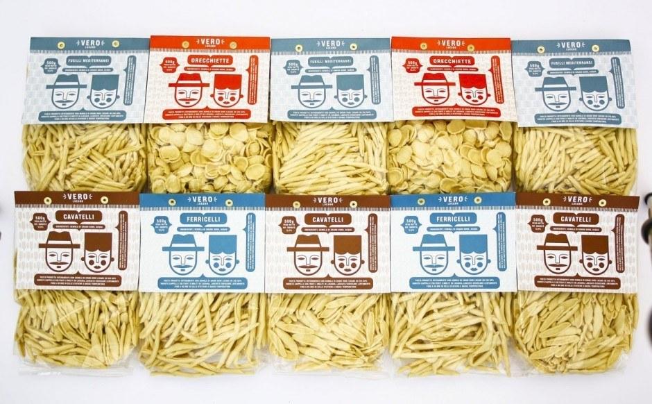 Nicht gerade preiswert, aber lecker und hübsch verpackt: die Pasta von Vero Lucano, die es hierzulande etwa bei Manufactum zu kaufen gibt. Für Design und die wunderschönen Illustrationen sorgte der ebenfalls im süditalienischen Matera beheimatete Mauro Bubbico.