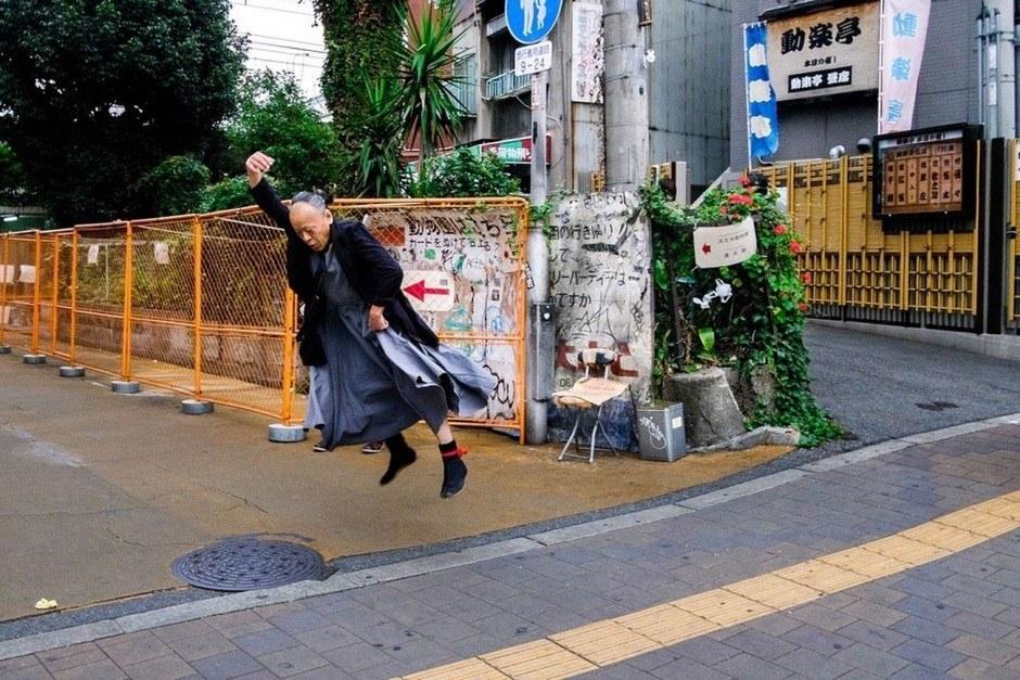 The Street Photographer: Amerikaner Dan Szpara lebt seit acht Jahren in Tokio und hat sich dort ein neues Hobby zugelegt: teils bizarre Street-Photography