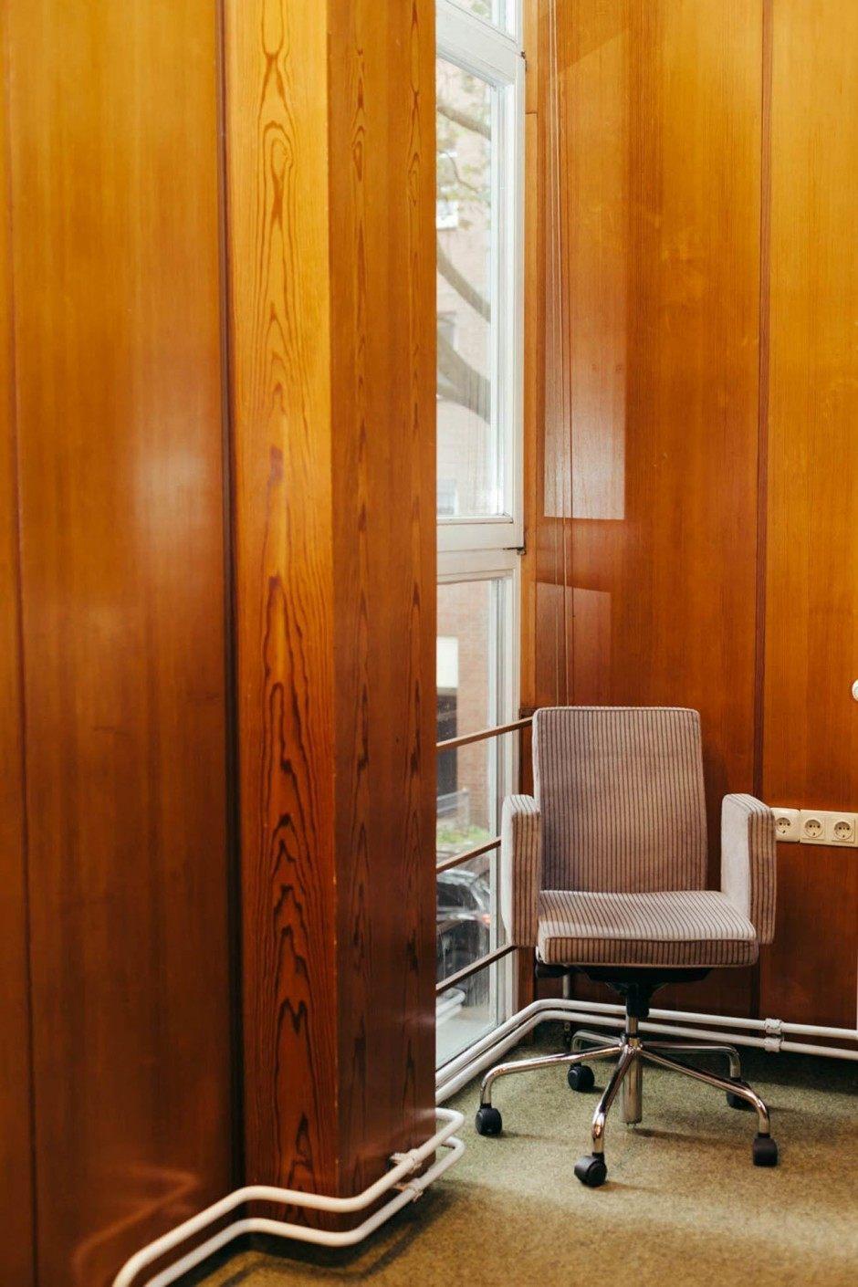 Was für ein schöner Stuhl, davon haben wir ganz viele. Und alle sitzen drauf!
