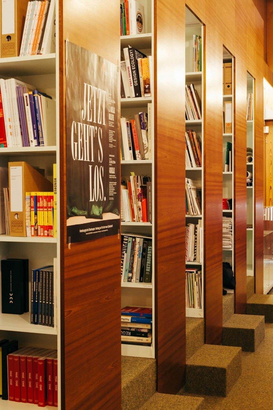 Bibliothek, Bücherregal und manchmal auch einfach nur Ablage.