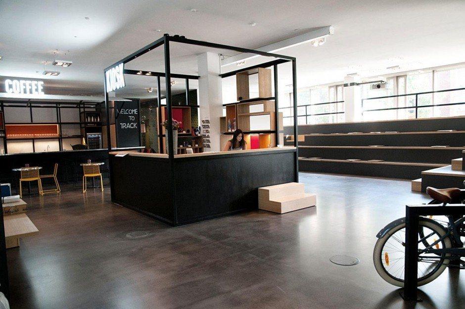 Lobby, Kiosk, Coffee