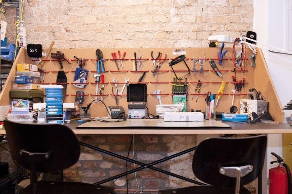 Prototyping ahoi: Hier wird geklebt, gelötet und geschraubt