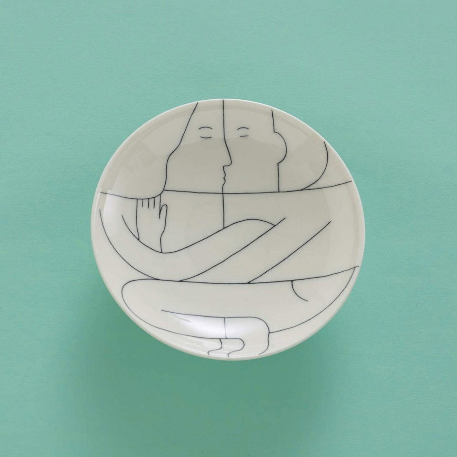 Das Illustratorinnen-Duo It's Raining Elephants hat unter dem Label hoi eine erlesen illustrierte Keramikkollektion herausgebracht.