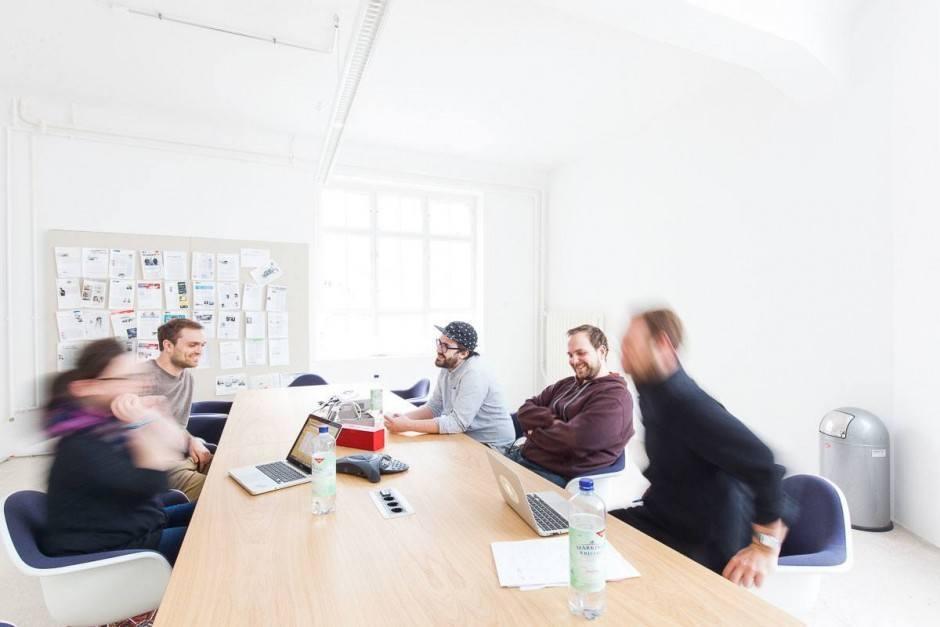 Meetingraum mit beschreibbaren Ideapaint-Wänden