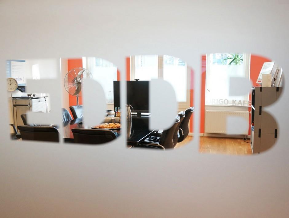 Unser Corporate Design - Knall-Korall für die Wände