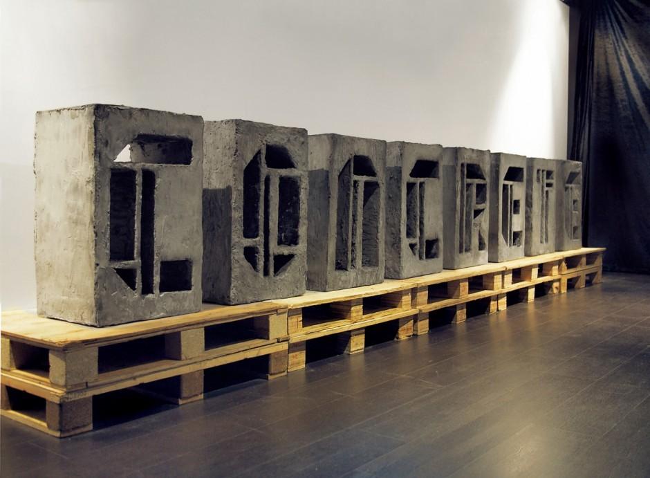 """Das Wortspiel """"Perfection is not concrete"""" funktioniert zwar nur im Englischen, wo die Begriffe für konkret/ handfest und Beton identisch sind, aber die über den Materialeinsatz vermittelte Bedeutung des Beitrags für die Ausstellung NUMBERS 2013 erschließt sich auch so."""