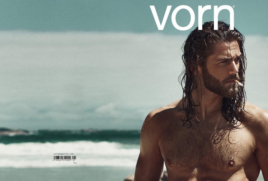 Bilder pur: Die neueste Ausgabe von Joachim Baldaufs Magazin »Vorn« verzichtet auf jeglichen Text, sogar auf Fotografennamen. http://www.vornmagazine.com/