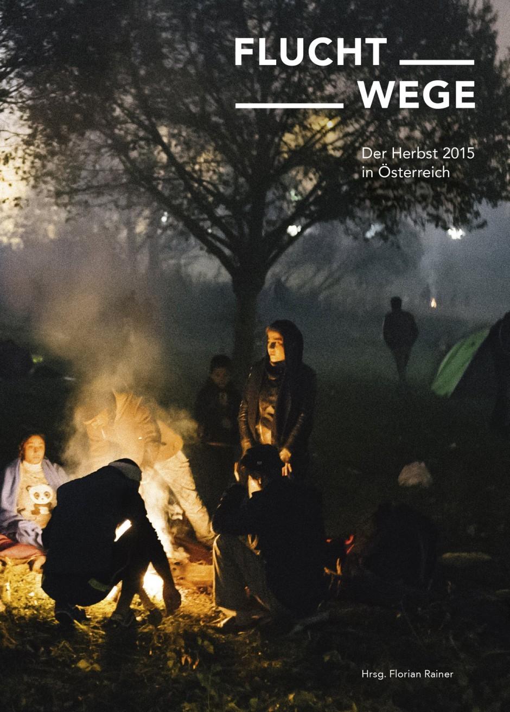 Mit eindrucksvollen Fotos von Florian Rainer sowie Texten von Flüchtlingen, Helfern, Journalisten, Schriftstellern und Experten hält der Band »Fluchtwege« die große Fluchtbewegung im Herbst 2015 fest.