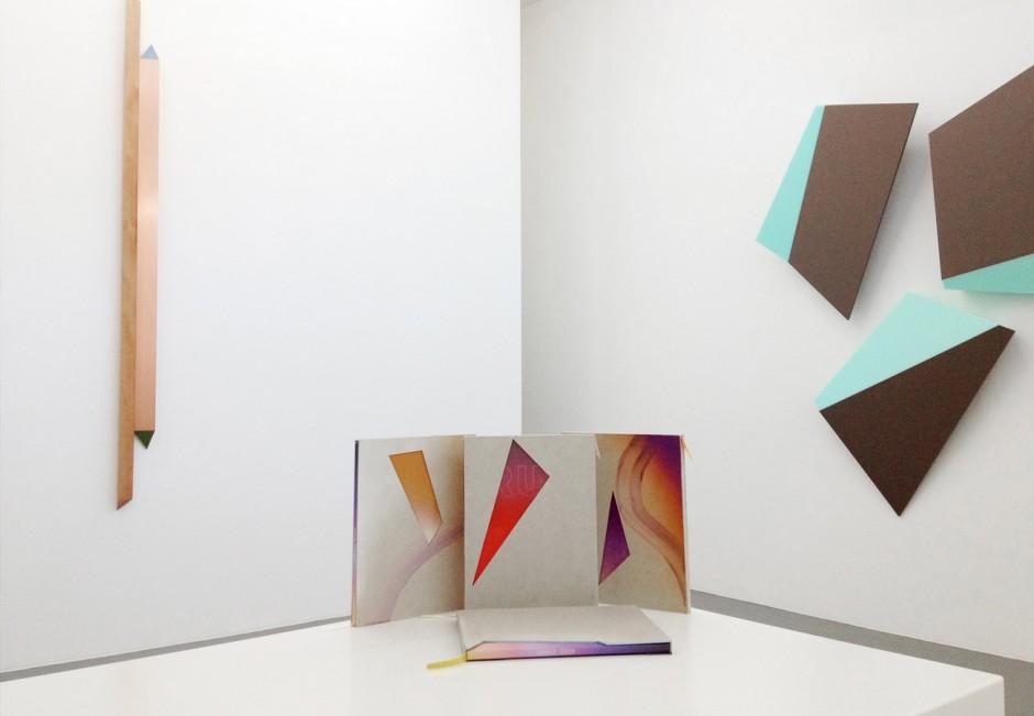 Kunstkatalog und handgemachte Schuber für Henrik Eibens Ausstellung »Running on sunshine«
