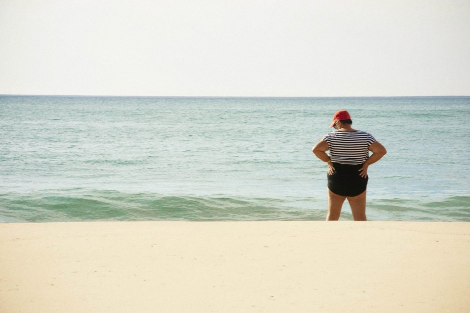 Frau am Meer, Mimizan, Frankreich