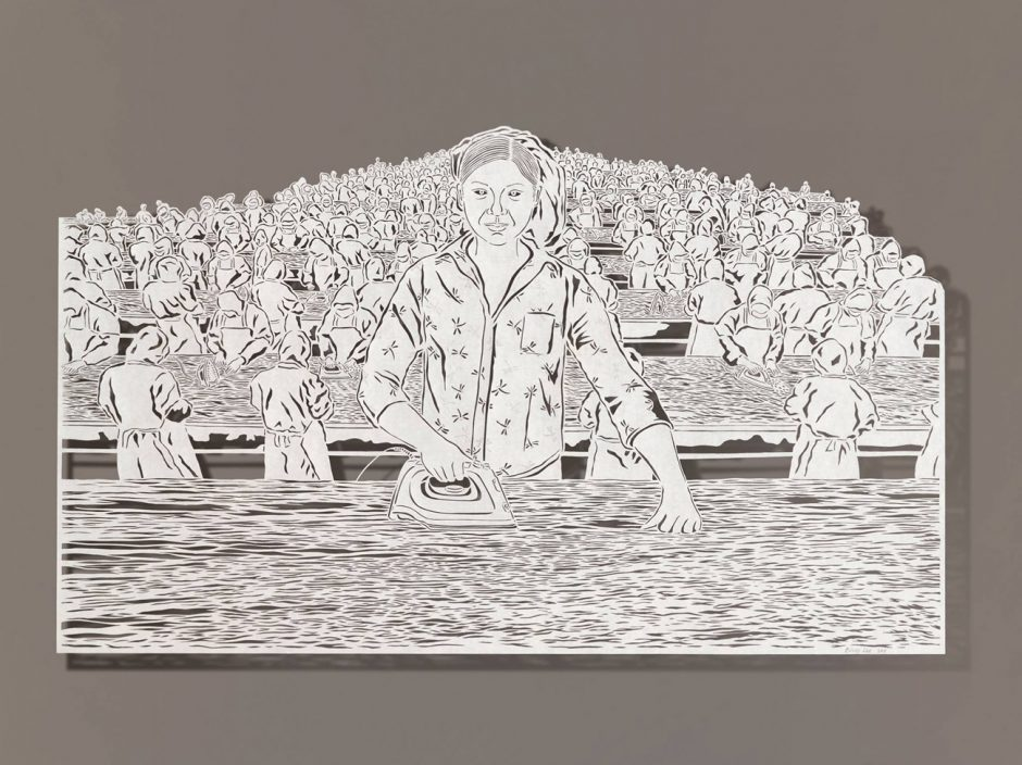 »Ironing Oceans«: Die in Hongkong geborene, in Los Angeles lebende Bovey Lee verarbeitet in Scherenschnitten ungewohnte Themen. www.boveylee.com