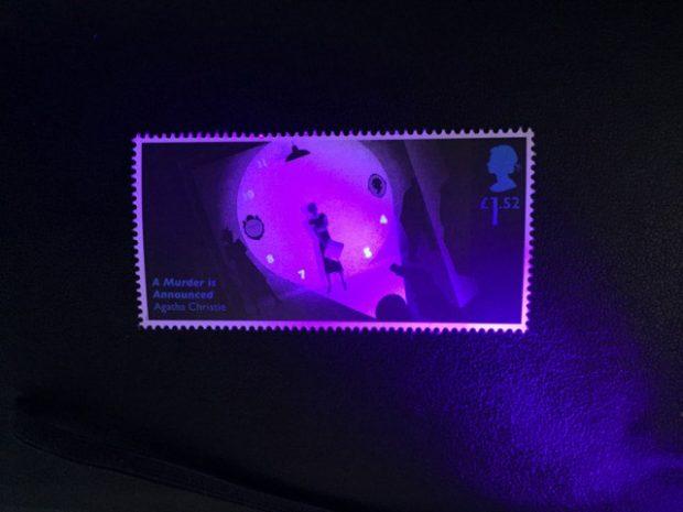 UV-Sensitive Farbe verrät die Uhrzeit.