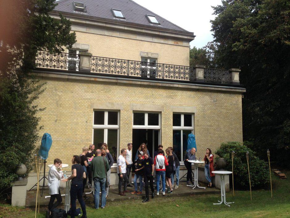 Der Garten der schönen Villa, in der das Verlagshaus Hoffman und Campe residiert