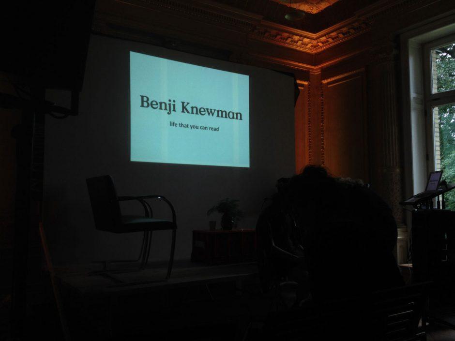 ... sprach über »Imagined Communities« sowie ihren fiktiven Magazincharakter Benji Knewman