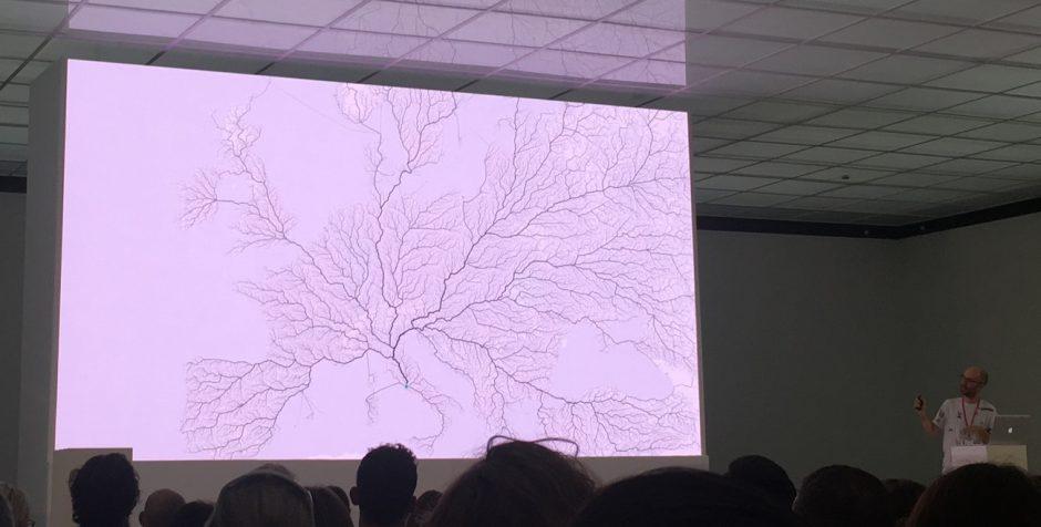 Benedikt Groß stellt Projekte vom moovel lab vor, wie »Roads to Rome«