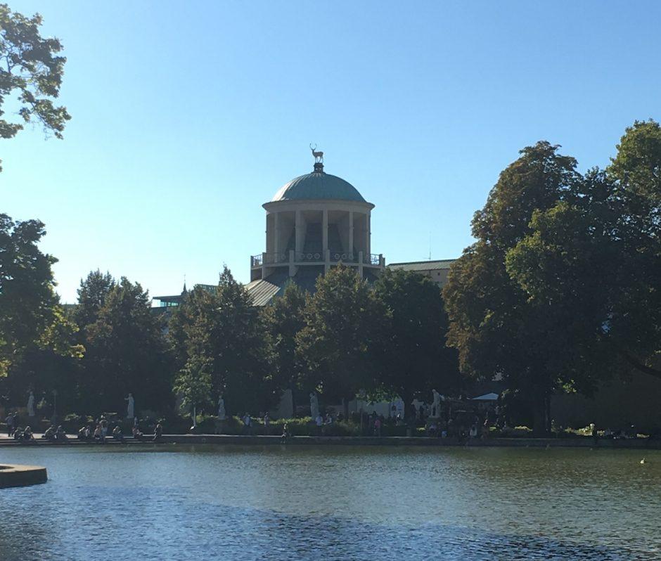 Bestes Wetter in der Mittagspause, Blick auf den Württembergischen Kunstverein