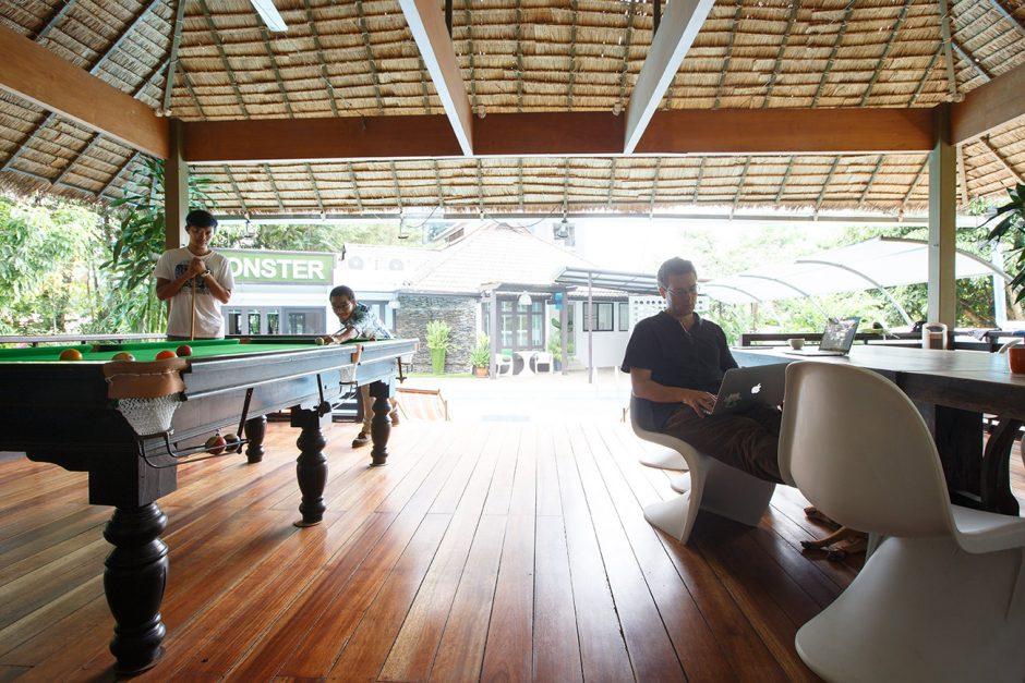 Veranda mit Billiardtisch