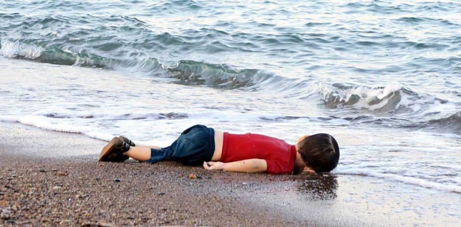 Gold: Focus Nr. 37/2015, Spiegel Nr. 37/2015 und Stern Nr. 38/2015, In den Tod getrieben, Der Flüchtlingsjunge Alan am Strand von Bodrum in der Türkei, Fotografin Nilüfer Demir