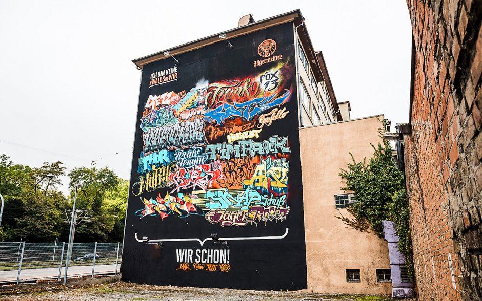 Das #wallsofwir Gemeinschaftswerk an der Pragstraße 80 in Stuttgart besteht aus den Usernamen der 20 Gewinner des Instagram Gewinnspiels.
