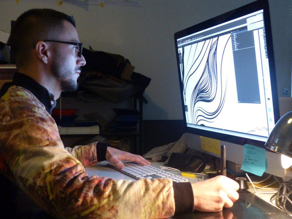 Julien arbeitet an Projekt Musée des Beaux Arts Nantes, 2016, 40 digitale Reproduktionen von Werken für Sehbehinderte Besucher