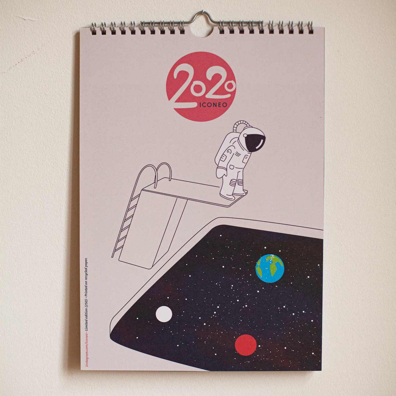 Cover des Iconeo Wandkalenders 2020 mit illustrierten Doppelbildern