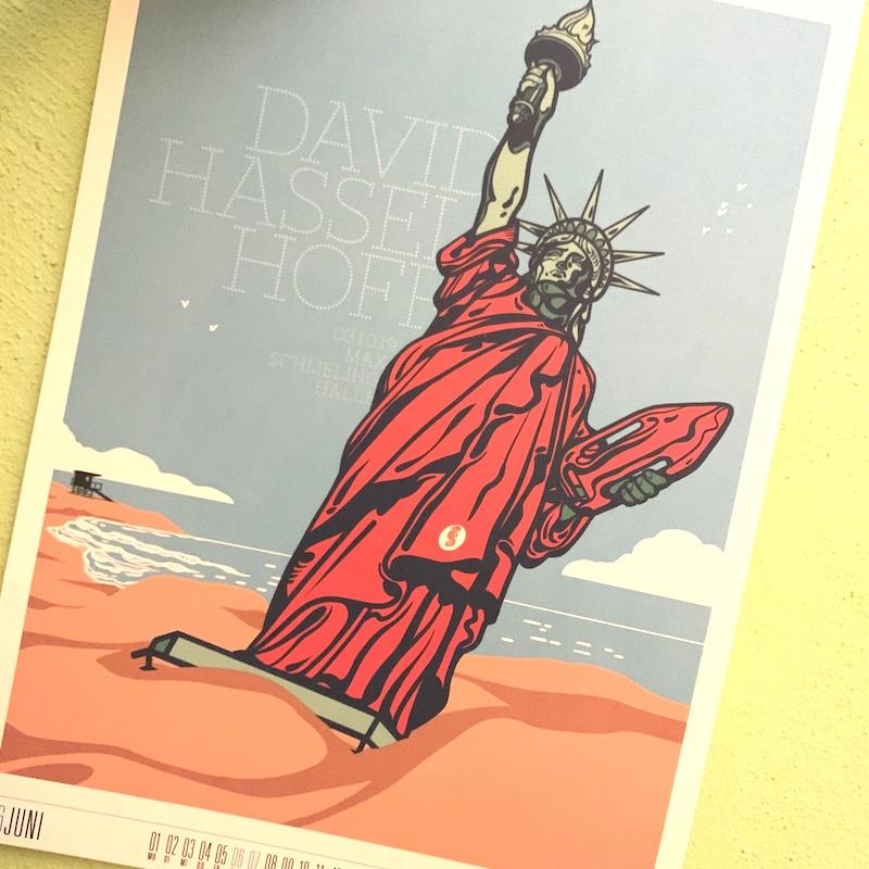 Monatsblatt mit Freiheitsstatue a la Baywatch