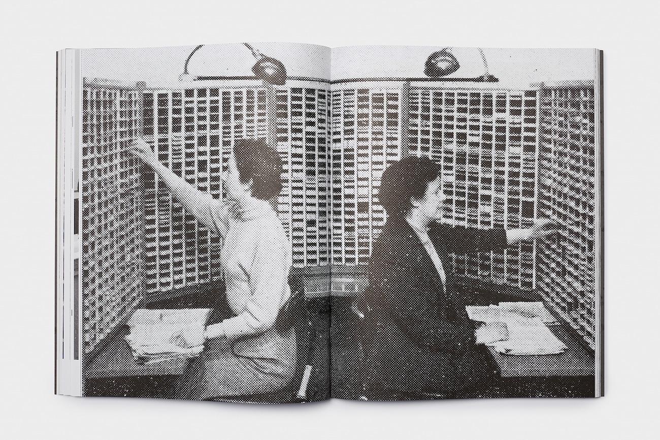 Computergeschichte: Frauen beim Sortieren der Lochkarten