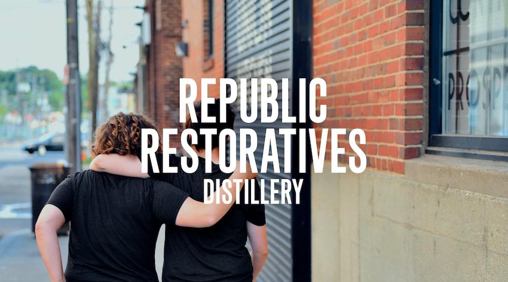 Republic Restoratives Kampagne mit Fotografie von Frauen