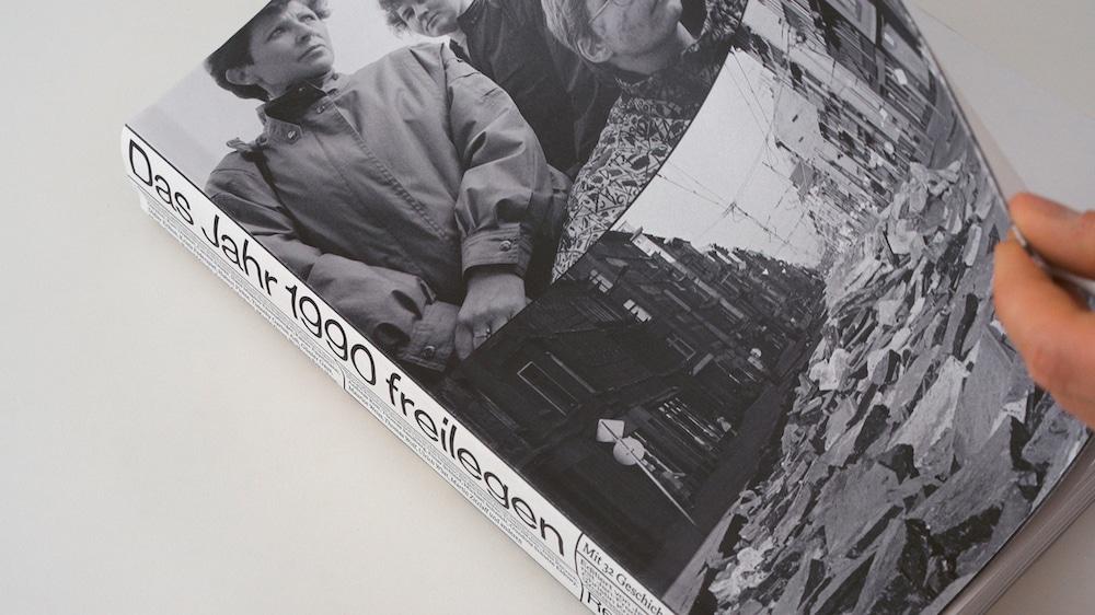 Preis der Stiftung Buchkunst: Das Jahr 1990 freilegen, Cover mit Bildern