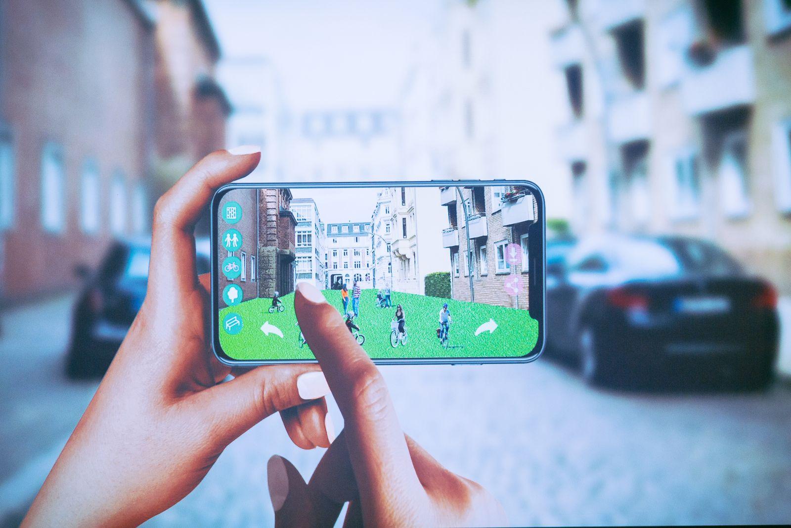 Handyscreen und Hände