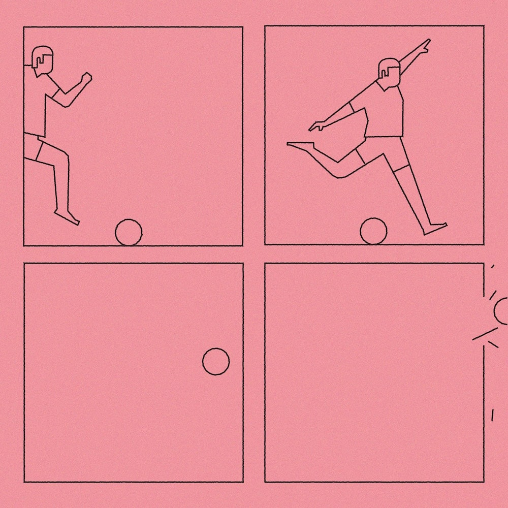 Sebastian König »In Shorts«, Fußballspielerm der Ball schießt in Rosé