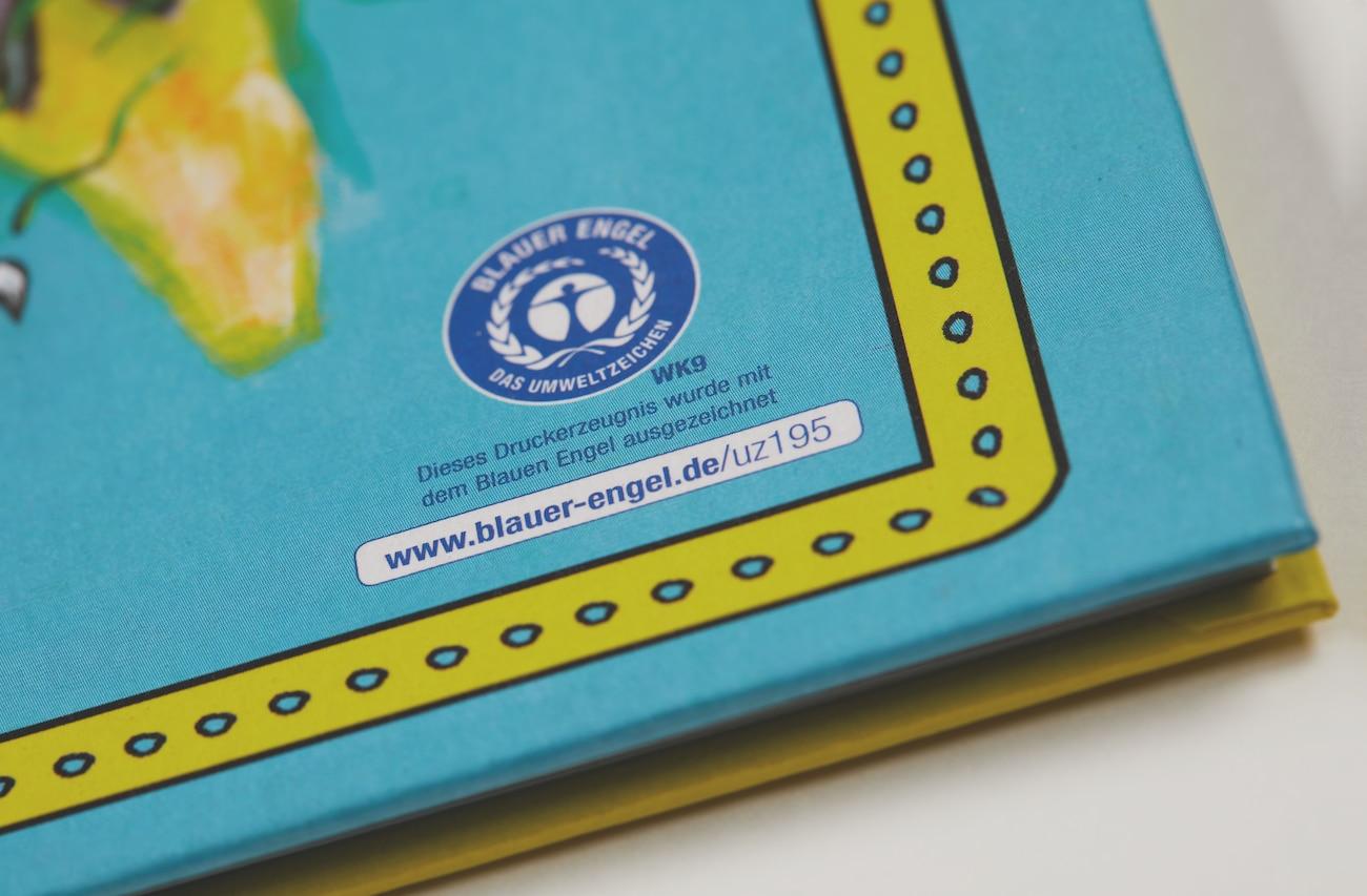 Blauer Engel-Logo auf Bilderbuch