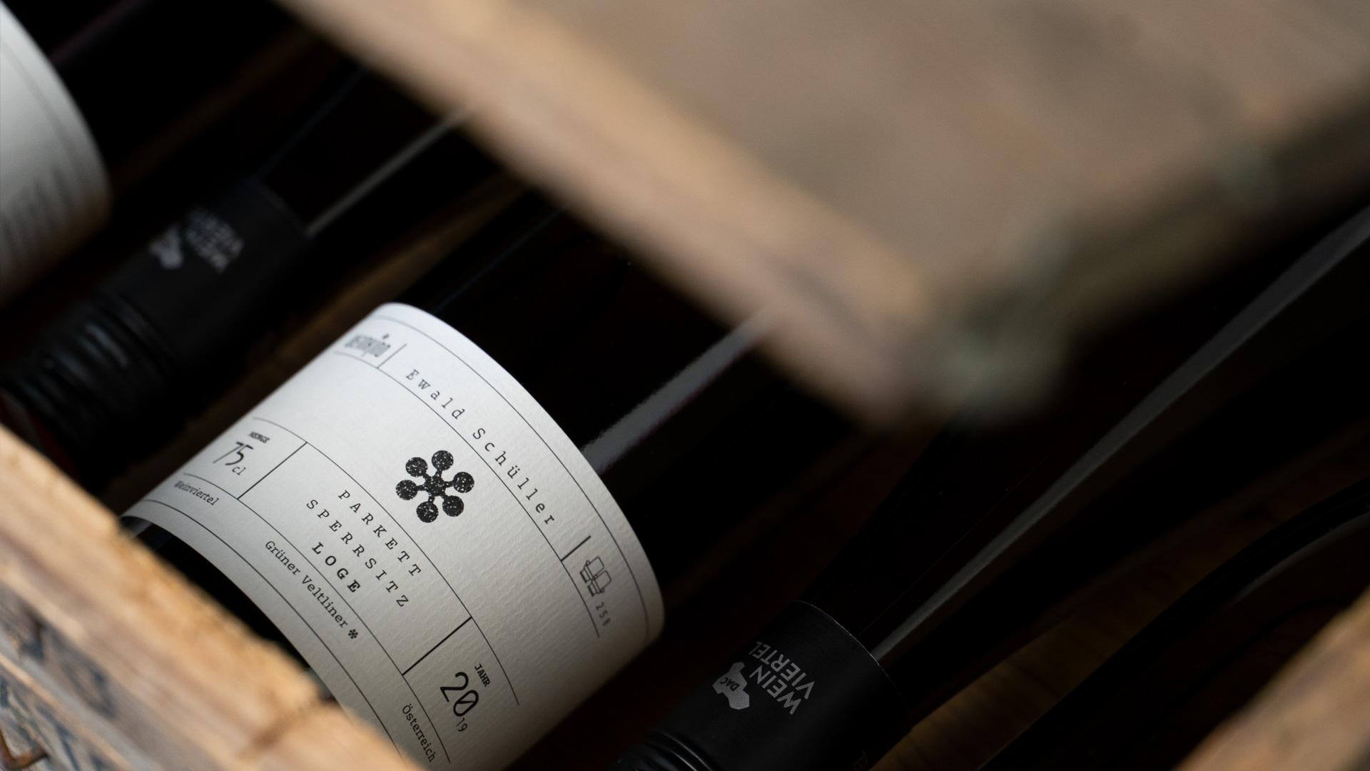 Weinkino Flasche in Kiste Etikett vorne
