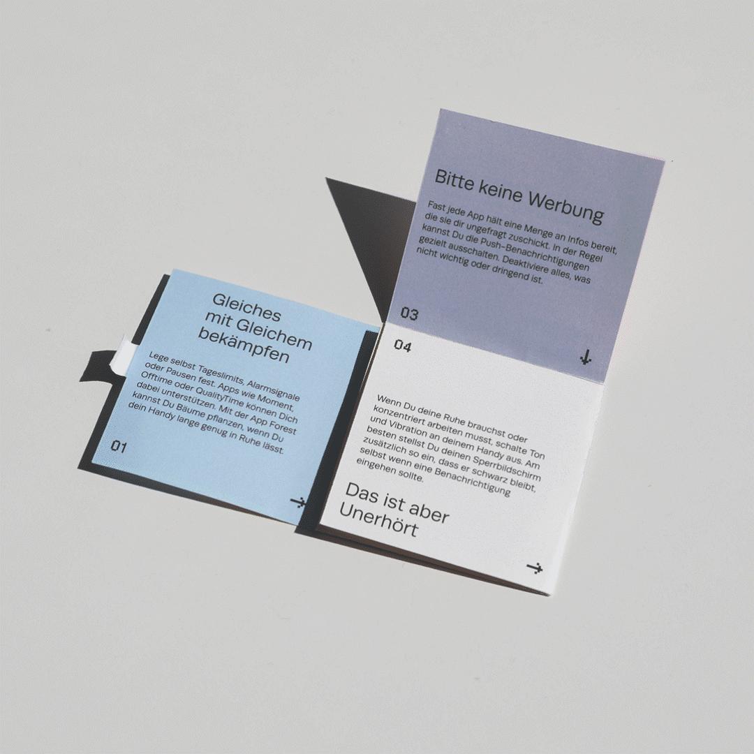 Quadratischer Info-Flyer mit Sticker