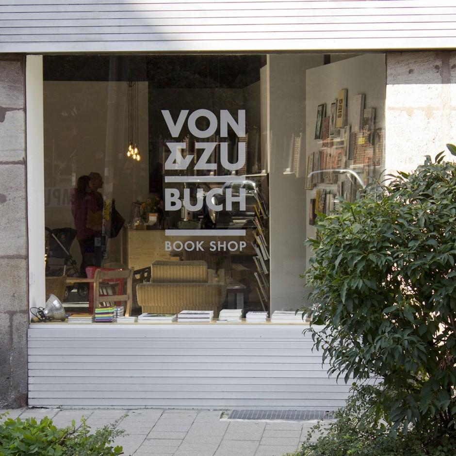 03-philipp-zurmoehle-von-und-zu-book-shop-01